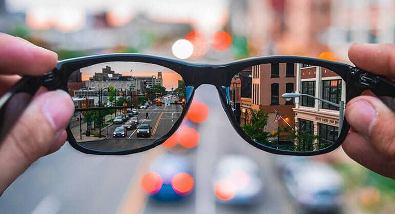 świat widziany przez okulary